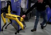 Boston Dynamics' robot laat zich niet tegenhouden.