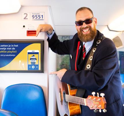 Experiment met reclame op informatieschermen in de trein