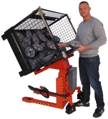 Erkon tilhulpmiddelen breidt assortiment uit met Logitilt kantelaar voor gaasboxen en pallets