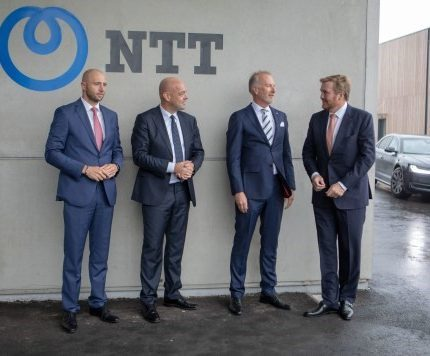 Koning Willem-Alexander bezoekt de NTT Data Center Campus