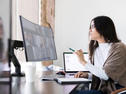 Ergotron biedt meeslepende kijkervaring voor kantoorwerkers en gamers met nieuwe HX bureaumonitorarm met HD Pivot